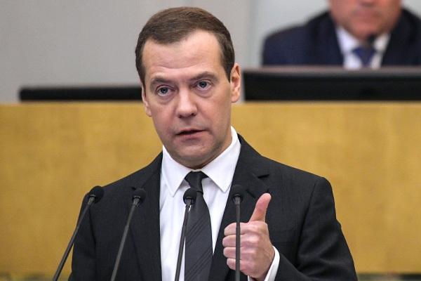 Медведев: Малый бизнес не должен управлять крупными ТЦ