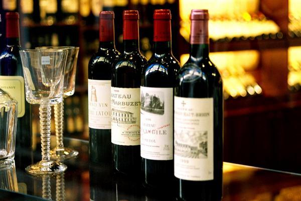 Импортеров вина могут обязать платить по 1 рублю за ввоз каждой бутылки в Россию