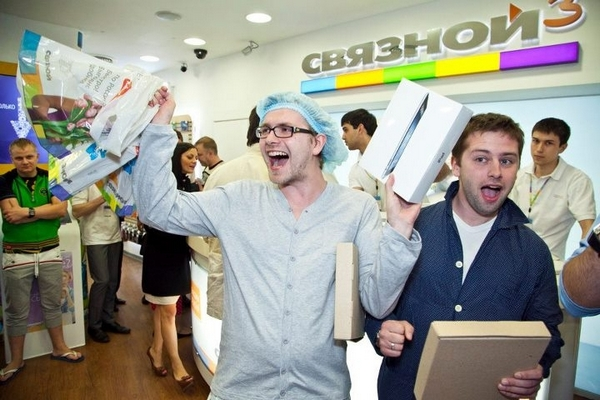 SLV и«Мегафон» подписали соглашение обобъединении «Связного» и«Евросети»
