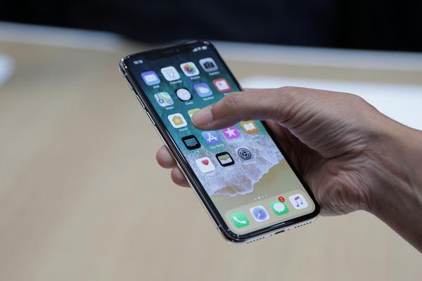 Ритейлеры пожаловались на дефицит iPhone X