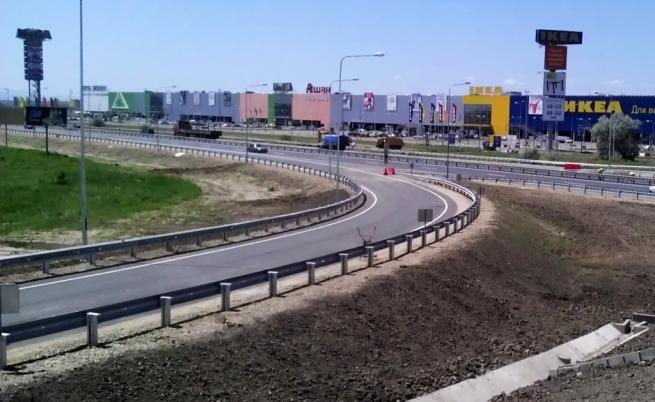 Государственная дума принудила ТЦстроить съезды уфедеральных автомобильных дорог