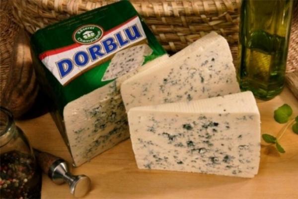 Россельхознадзор отыскал санкционный сыр в«Ашане» вцентре столицы