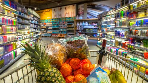 Руководство ослабило контроль запродуктовыми ценами
