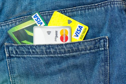 Жители России стали чаще расплачиваться банковскими картами