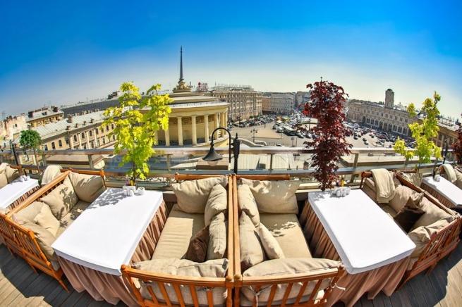 С нового сезона террасы ресторанов в Петербурге нужно будет возводить по единым правилам