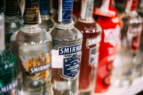 Министр финансов предложил увеличить минимальную цену водки до219 руб.