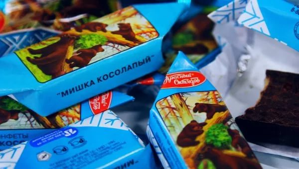 Латвия запретила продажу российских конфет «Мишка косолапый»