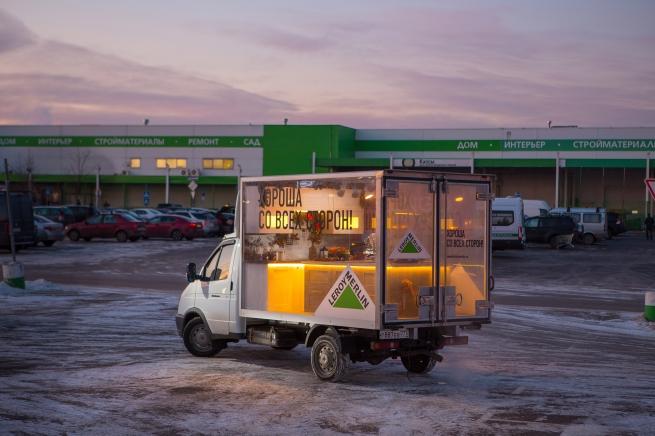 Леруа Мерлен запустил в России грузовички с кухнями