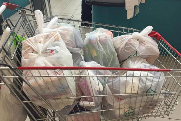 Российские ритейлеры прокомментировали введение сбора на пластиковые пакеты