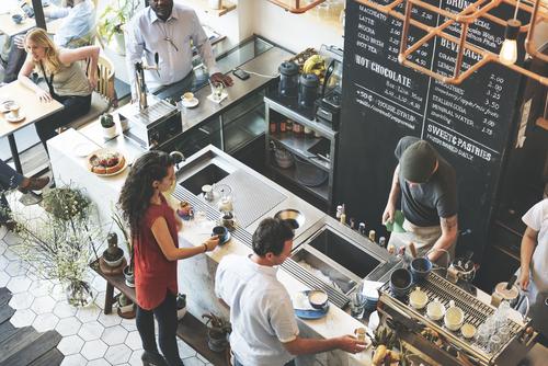 Рестораны и кафе стали лидерами в сегменте стрит-ритейла Москвы