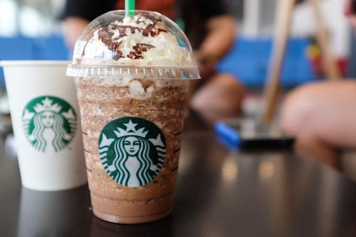 Starbucks начала открывать в РФ пункты самообслуживания