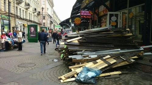 Арбитраж подтвердил право Смольного снести ларьки наСенной площади