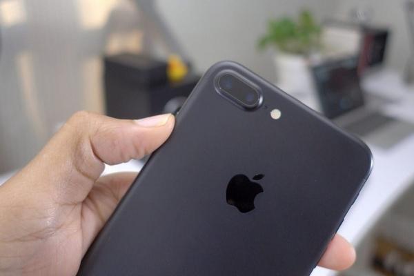 Apple готова заплатить пользователям медленных iPhone