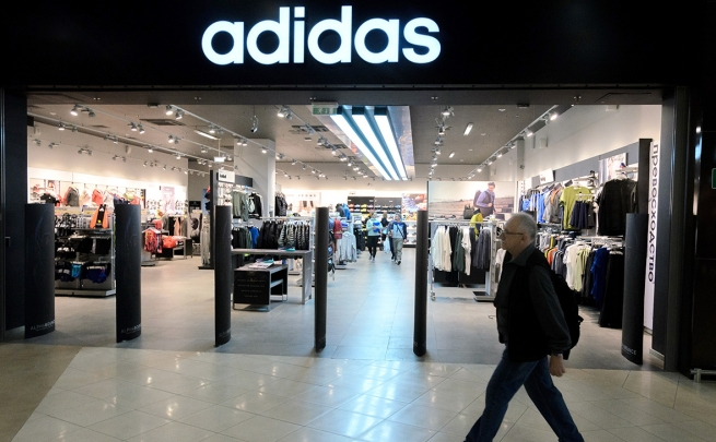 Adidas закроет 160 магазинов в России