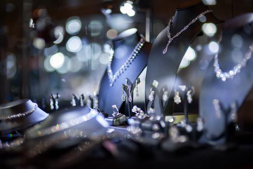 В России могут разрешить продажу ювелирных изделий в сети