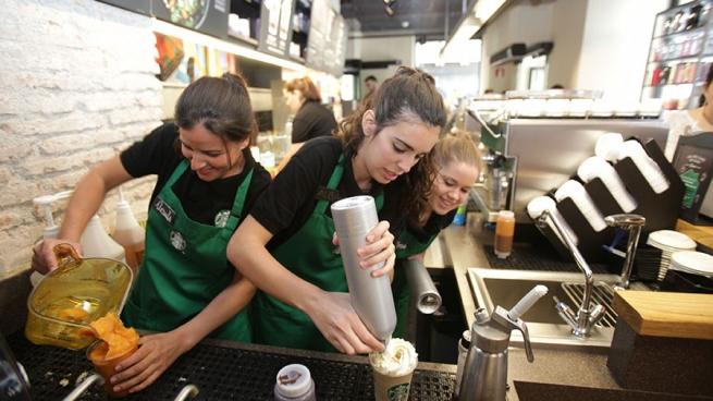 Starbucks вЕвропе планирует нанять наработу 2,5 тысячи беженцев