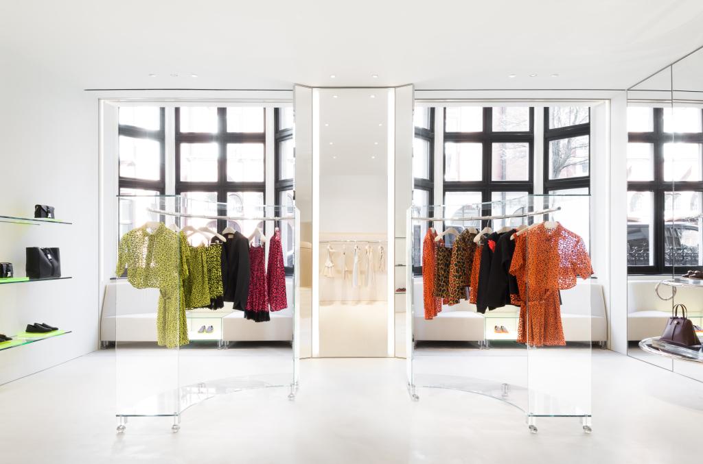 Тактика шопинга: почему флагманский магазин так важен для брендов