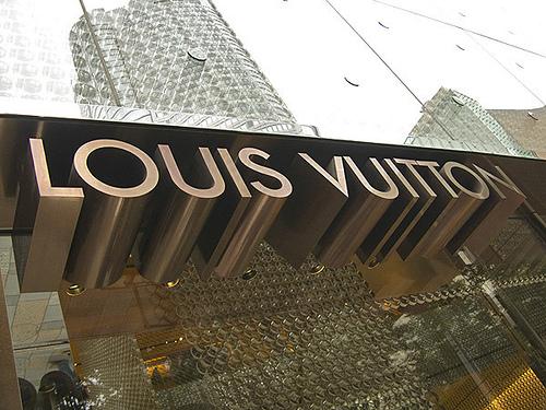 Люксовые бренды по-разному реагируют на меняющиеся вкусы китайцев