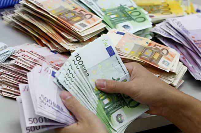 Житель Канн забыл в проданном старом комоде 180 тысяч евро