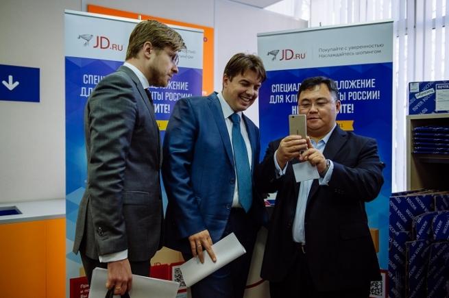 """JD.com намерен продать 100 000 единиц товара в """"День Холостяка"""""""
