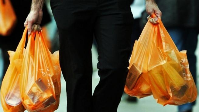 В Англии ввели обязательную плату за пластиковые пакеты в супермаркетах