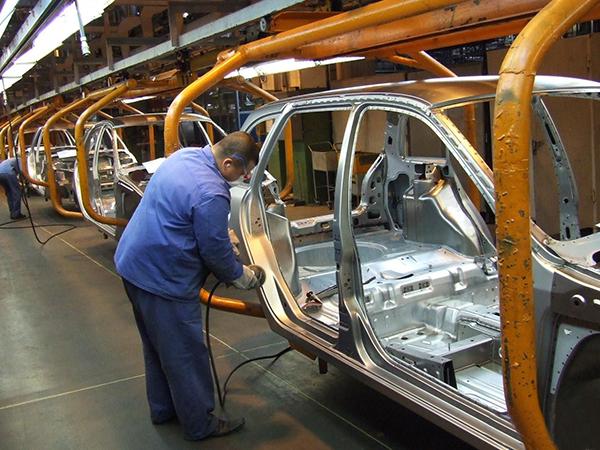АвтоВАЗ сократил 20,4% работников за 2014 год