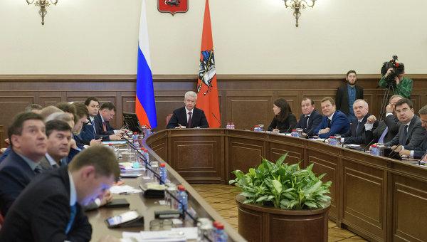 РИА: Московские власти не будут устанавливать предельные цены на продукты