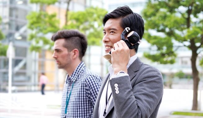 Sharp запустит продажи робота-телефона за $1800