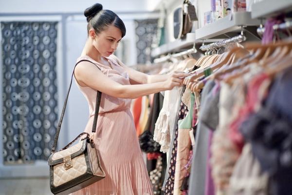 Продавцы одежды и обуви готовы переписать ценники в связи с ослаблением рубля