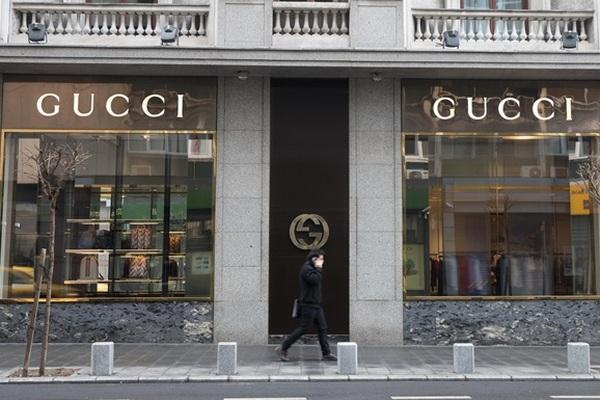 В офисах Gucci в Милане и Флоренции пошли обыски - New Retail 14abfe6c612