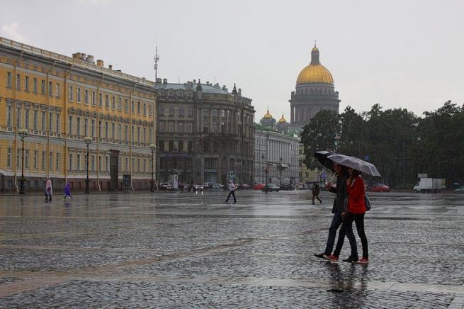 Из-за дождливой погоды упал спрос на летнюю одежду, пиво и мороженое