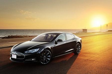 Автомобиль Tesla обогнал по популярности Porsche