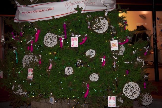 В Милане установили ёлку с секс-игрушками