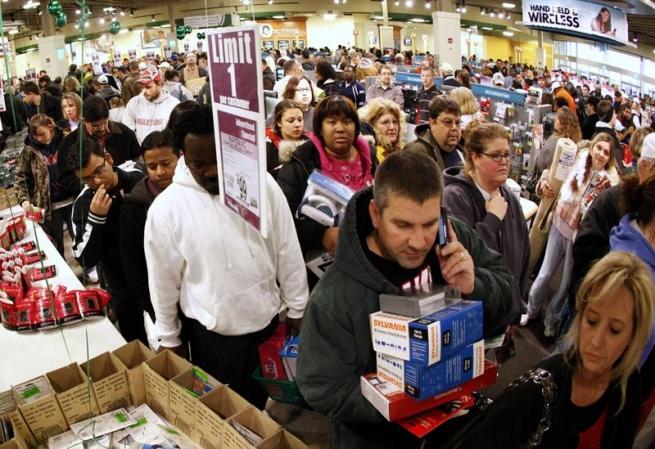 Американцы потратят более $600 млрд на праздничные распродажи