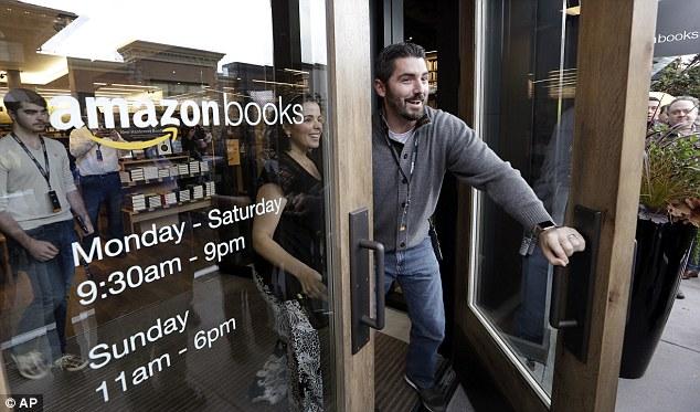 Amazon может открыть до 400 книжных магазинов в США