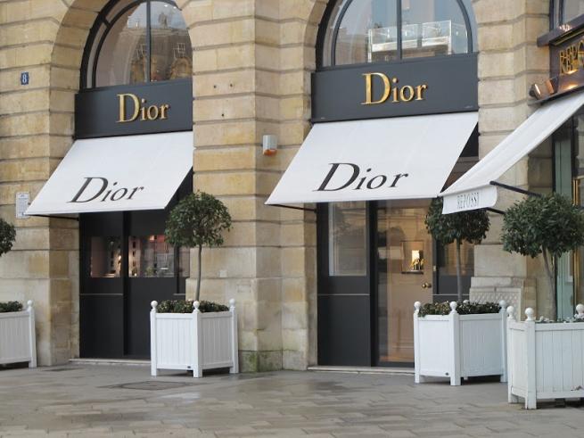 Dior извинился за скандальное фото корейской женщины