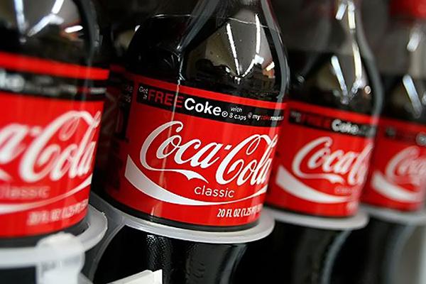 Чистая прибыль Coca-Cola Company снизилась на 17% в 2014 году