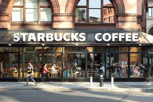 Starbucks отзывает 2,8 млн трубочек для напитков в США и Канаде