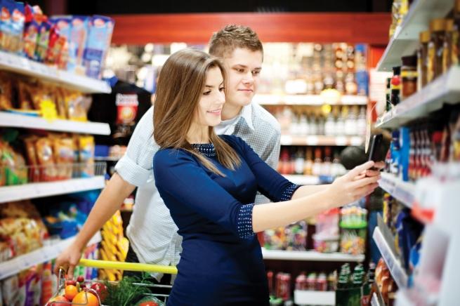 Пятая часть американцев использует смартфон во время шоппинга