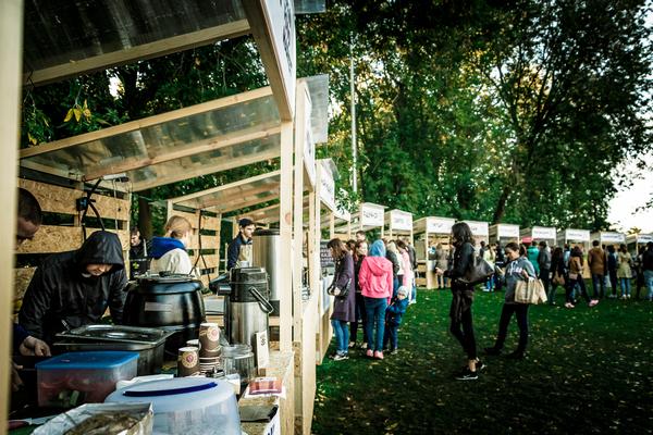 Более 600 сетевых кофеен и стрит-фудов подали заявки на объекты в парках Москвы