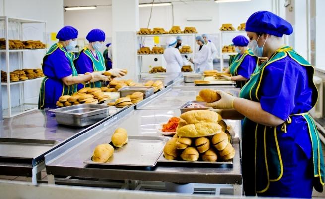 Ритейлерам хотят запретить производить продукты