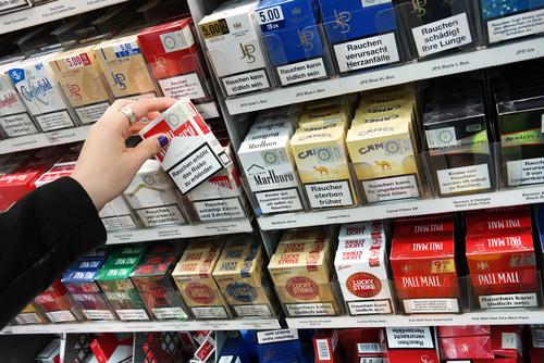 Табак и алкоголь хотят перенести вглубь магазинов