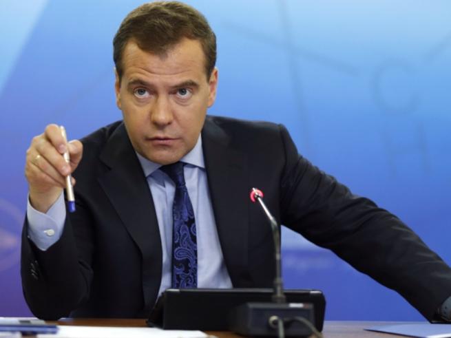 Дмитирий Медведев разрешил фотографировать ценники в магазинах