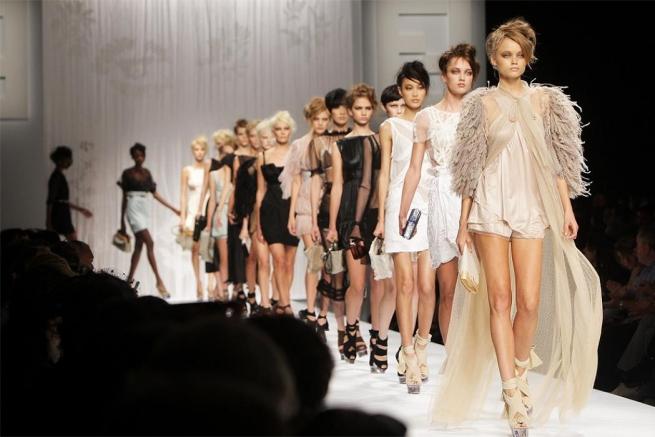 Fashion-дайджест: переход Valentino к Mercury и мода по традициям