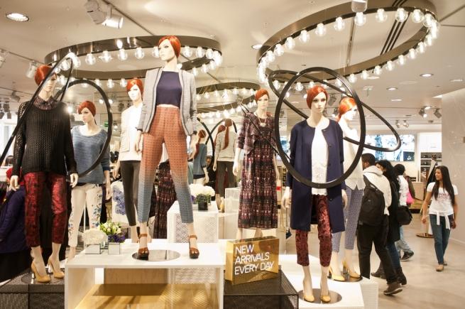 """Fashion-дайджест: модные коллаборации """"Эконики"""" с Эвелиной Хромченко и H&M с Kenzo"""
