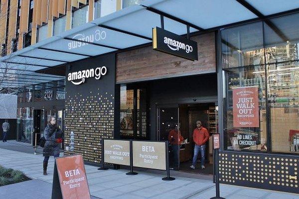 Amazon открыл первый супермаркет «без касс и очередей»