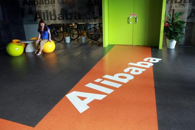 Alibaba начала торги на 36% выше цены размещения