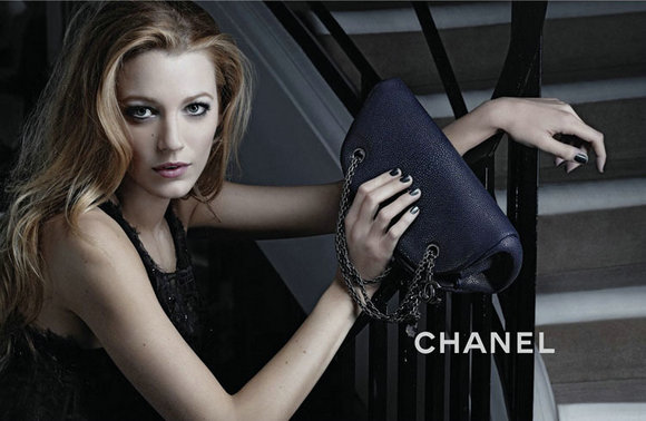 Chanel снизит цены на сумки в России и Китае