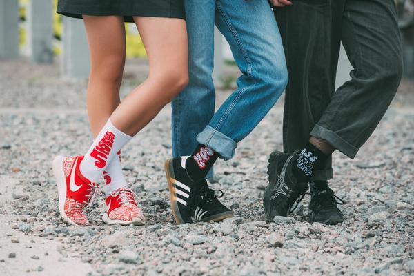 Уличные художники перенесли граффити на носки St.Friday Socks