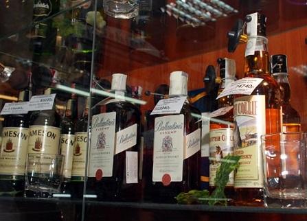С февраля повысятся цены на алкоголь и лекарства
